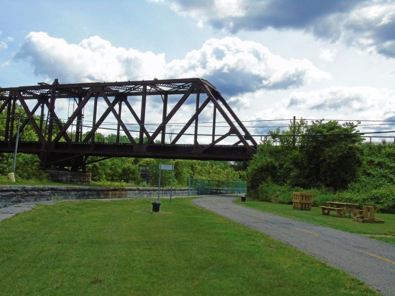 solounge_rail_bridge_ul